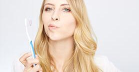 Dişlerinizi Doğru Fırçalamadığınızın 8 Göstergesi
