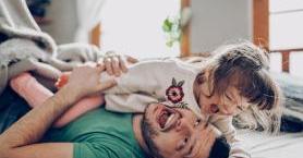 Çocuklarıyla Kurdukları Samimi İlişkilerle Gönlümüzü Fetheden 5 Ünlü Baba