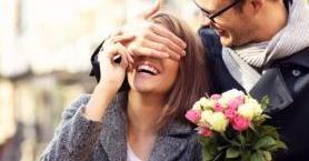 Romantik Erkek Olmak Düşündüğünüzden Daha Kolay: 7 Altın Öneri