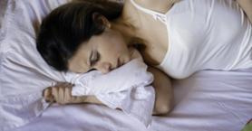 Regl Sancılarınızın Hafiflemesine Yardımcı Olacak 8 Yoga Pozu