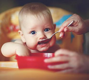 Bebeklere Katı Gıdaya Geçiş Sürecinde Yapılan 8 Hata
