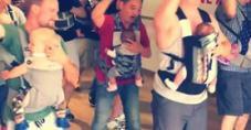 Bebekleriyle Dans Eden Sevimli Ötesi Babalar